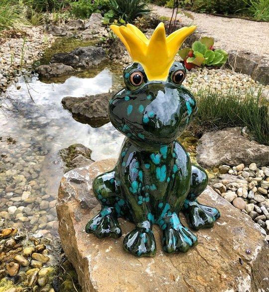 froschkönig aus keramik groß  frosch sitzend